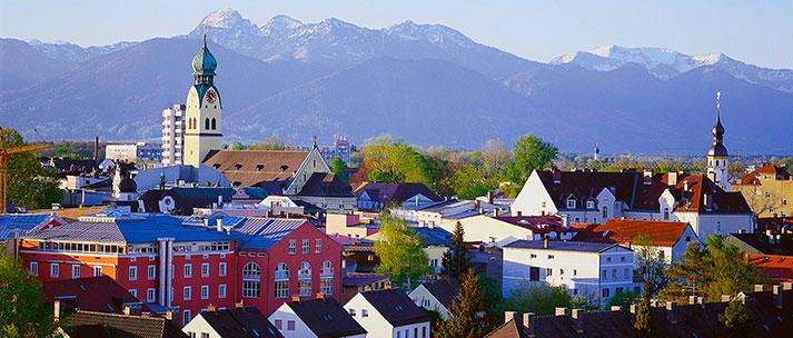 Panorama der Voralpenstadt Rosenheim bald Zentrum der digitalen Zukunft